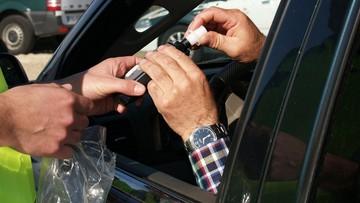 """""""Kompletnie pijany"""" kierowca uszkodził auta. Media: to były burmistrz"""
