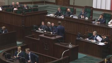 Winnicki nie chciał zejść z mównicy. Pytał, dlaczego zdjęto z obrad Sejmu projekt ustawy Anty-447