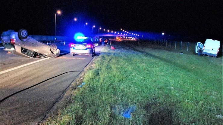 Pięć aut zderzyło się z łosiem na autostradzie A1. Dwie osoby ranne