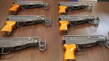 Przerabiali broń sygnałową na odpowiedniki AK-47. CBŚP rozbiło gang handlarzy bronią