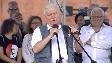 """""""Musicie odzyskać trójpodział władzy"""". Lech Wałęsa do tłumu na manifestacji w Gdańsku"""