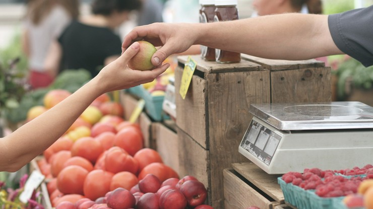 UOKiK: zarobek rolników jest niewielki w porównaniu do ostatecznej ceny owoców i warzyw