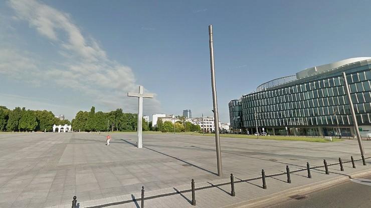 """Rząd chce """"zabrać"""" Pl. Piłsudskiego stołecznemu ratuszowi. """"Może chodzić o pomnik smoleński"""""""