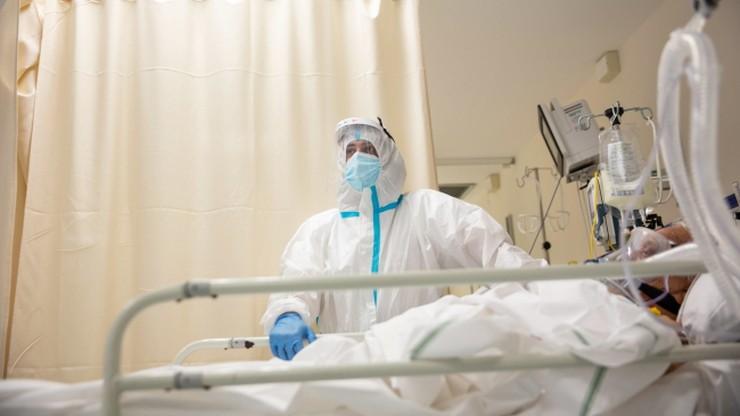 """Mężczyźni w ciąży i 134-letni pacjenci. """"Ofiary"""" koronawirusa w Portugalii"""