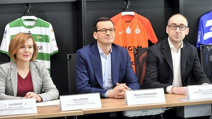 """Premier przedstawił plan rozwoju polskiej piłki. """"Żeby nasze kluby grały cały rok"""""""
