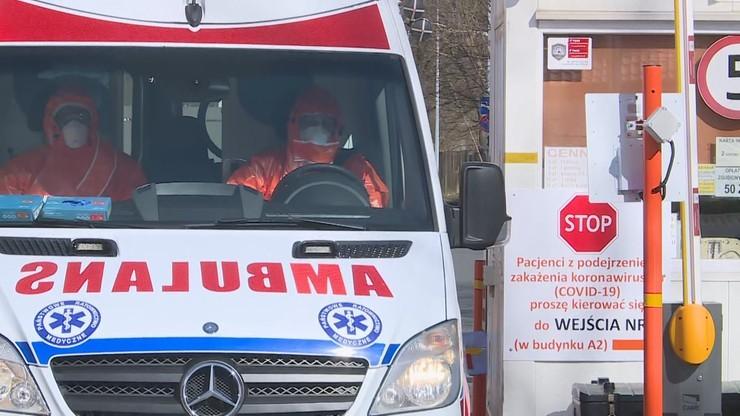 """""""Korytarz życia"""" - ludzie rozsunęli wózki, aby ratownicy medyczni mogli zrobić zakupy"""