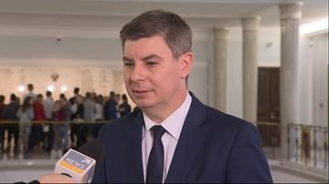 Konferencja Szydło i Kaczyńskiego odbyła się w siedzibie PiS. Opozycja: ma to chyba demonstrować, że rządzi prezes partii