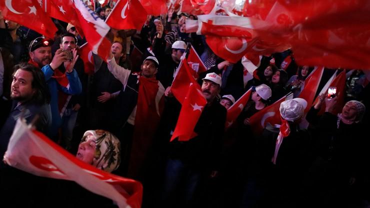 Opozycja wzywa komisję wyborczą do unieważnienia referendum w Turcji