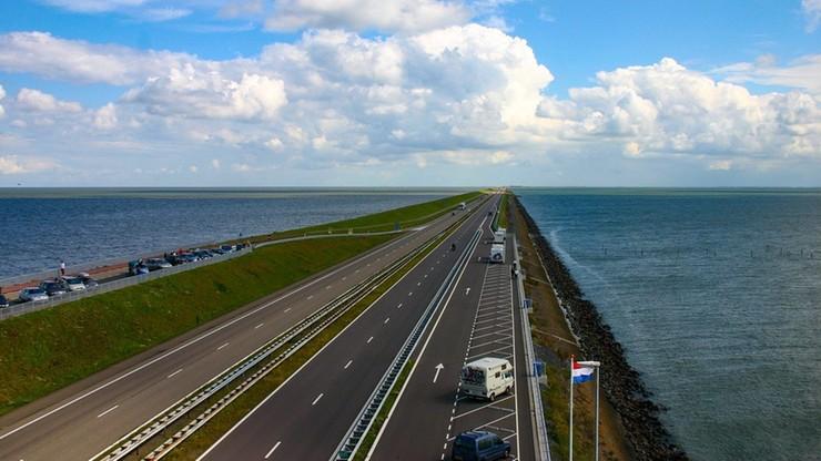 """Holendrzy mają dość wolnej jazdy na autostradach. """"Prędkość jest częścią przyjemności z jazdy"""""""