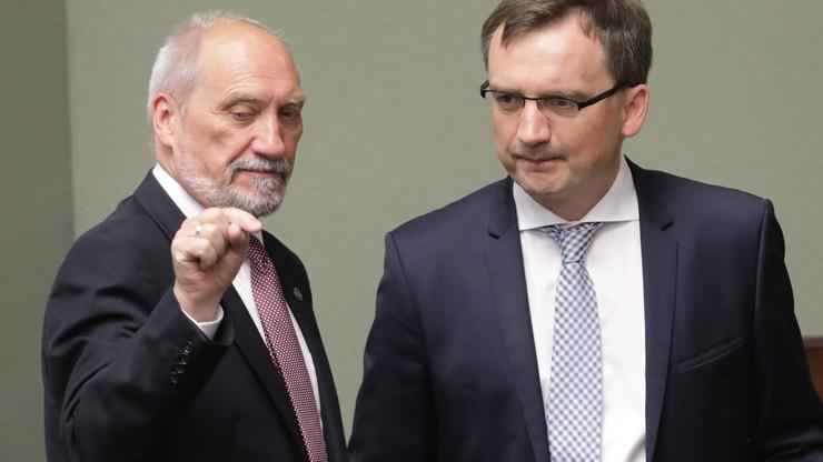 """Macierewicz określił działania opozycji jako rodzaj  """"wojny hybrydowej"""". """"Nie cofniemy się"""""""