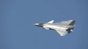 Chińczycy zaprezentowali najnowszy myśliwiec piątej generacji. Wzbudza kontrowersje