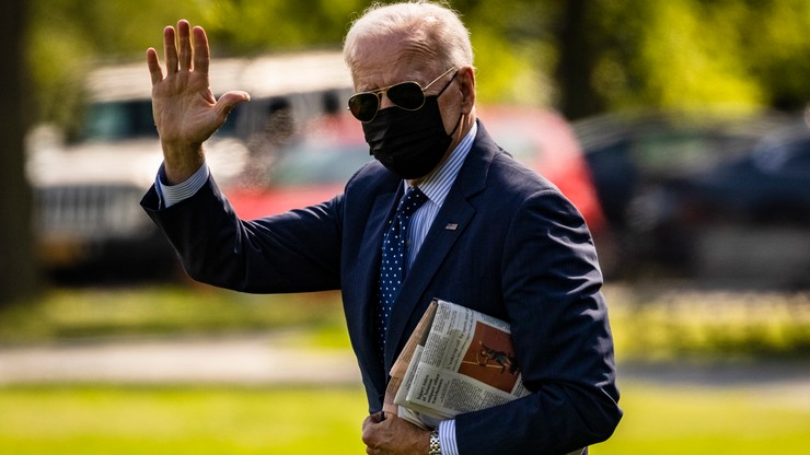 USA. Biden zakazał Amerykanom inwestowania w chińskie firmy powiązane z wojskiem i inwigilacją