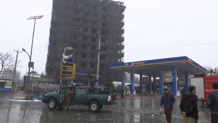 Ogień ze stacji benzynowej przeniósł się na blok. Co najmniej trzy osoby nie żyją, 27 rannych
