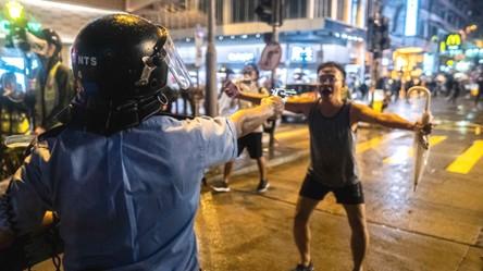 Protestujący w Hongkongu mają dość inwigilacji i niszczą oczy Wielkiego Brata