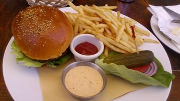 Droższe burgery i kebaby? Minister finansów chce naliczać wyższy podatek