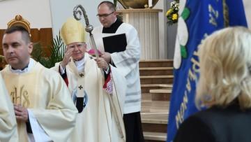 Abp Jędraszewski odprawił mszę mimo kontaktu z zakażonym biskupem? Archidiecezja dementuje