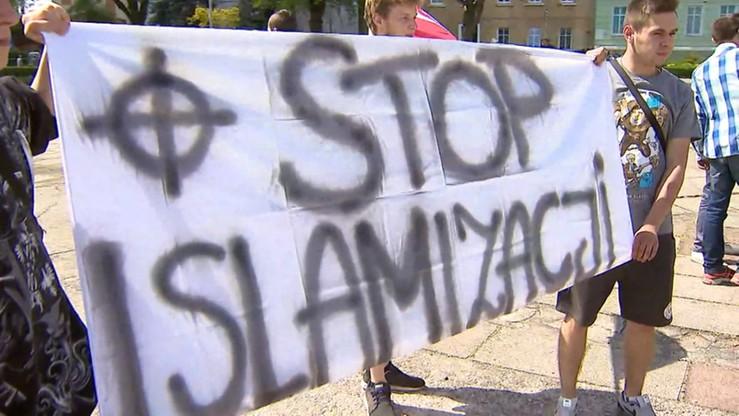 """""""Nie dla imigrantów. Precz z Unią Europejską"""". Demonstracja w Słubicach"""