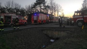 Zderzenie dwóch autobusów i auta osobowego. Cztery osoby ranne