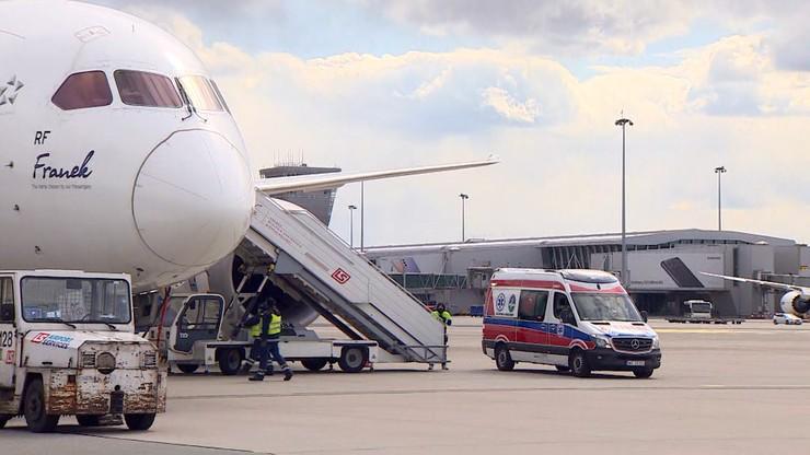 Specjalnym samolotem wrócił z Indii do kraju ciężko chory na COVID-19 polski dyplomata