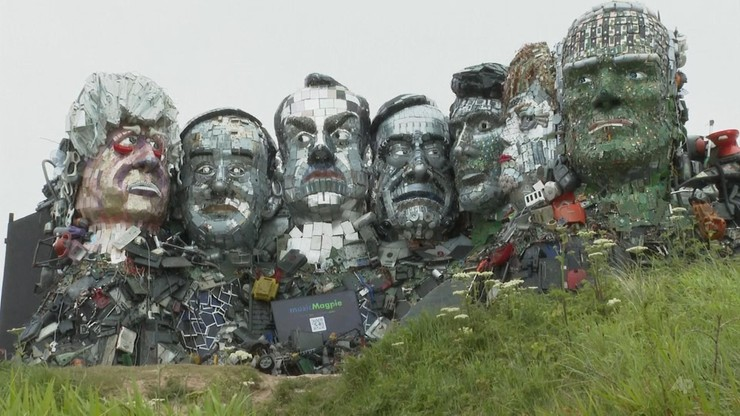 """""""Mount Rushmore"""" ze śmieci. Powstało z okazji szczytu G7"""