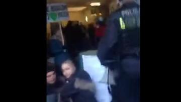 Aktywiści protestujący ws. Puszczy Białowieskiej zablokowali wejście do siedziby Lasów Państwowych