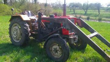Traktorzysta był tak pijany, że nie mógł ustać na własnych nogach. W alkomacie zabrakło skali