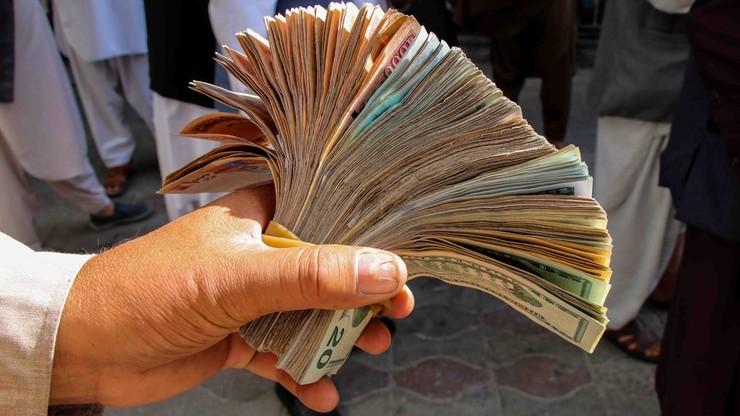Afganistan. Talibowie znaleźli 12 mln dolarów w gotówce i złocie w domach byłych ministrów