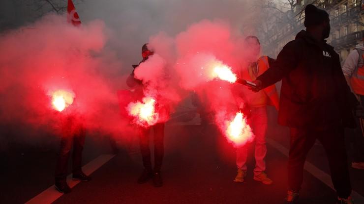 """Pierwszy wyrok skazujący dla policjanta z Francji za przemocy wobec """"żółtych kamizelek"""""""