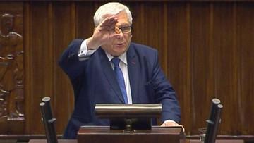 Sejmowa debata o aborcji - ze zdjęciami i rekwizytami