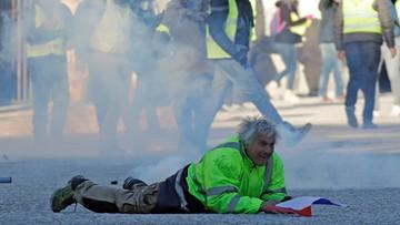 """Kamienie, gaz łzawiący i pozamykane ulice w Paryżu. Starcia podczas marszu """"żółtych kamizelek"""""""
