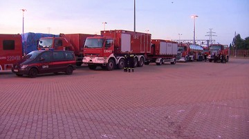 """""""Budujemy linię obrony przed ogniem"""". Polscy strażacy walczą z pożarami w Szwecji"""