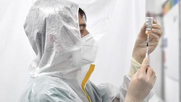 """Szczepionki z Chin """"nie zapewniają wysokiego poziomu ochrony"""". Urzędnik zmienił zdanie"""