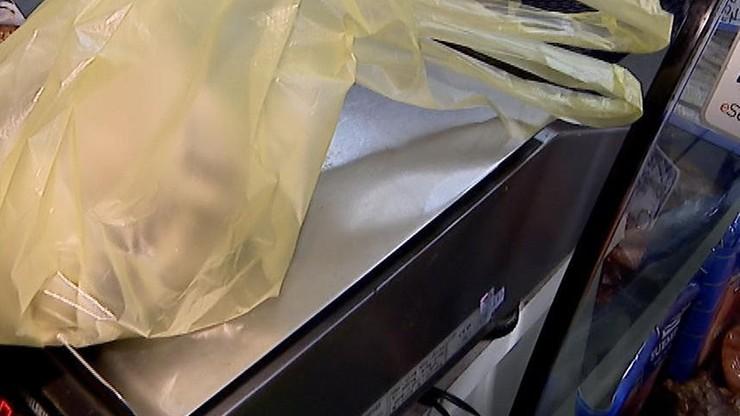 Ważyli osobno każde jabłko i przylepiali na nie cenę. Włosi nie chcą płacić za biodegradowalne torebki