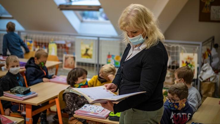 Czechy: rząd częściowo luzuje restrykcje