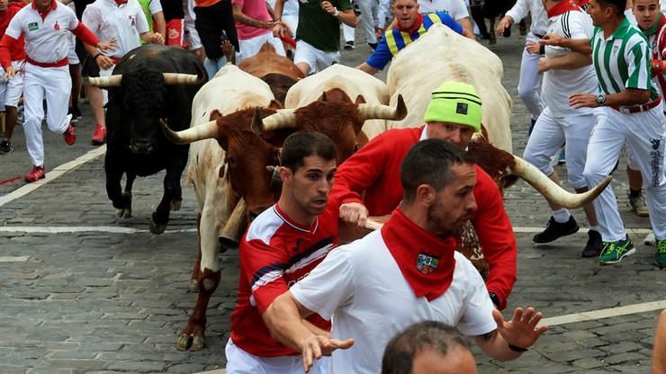 Gonitwa z bykami w Pampelunie. Jeden z uczestników wzięty na rogi [ZDJĘCIA]