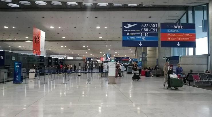 Bezdomny ukradł 300 tys. euro na lotnisku w Paryżu