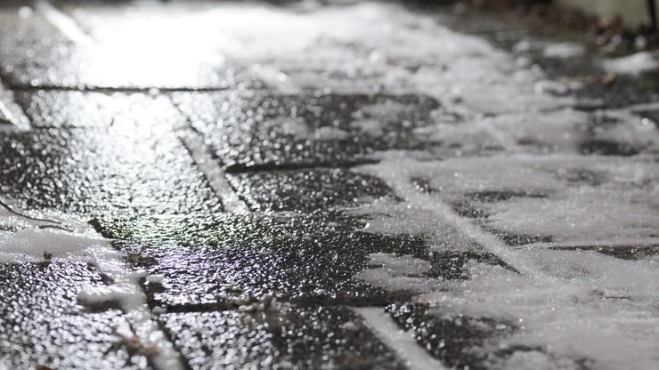 Mokry śnieg i mróz. IMGW ostrzega przed oblodzeniem w dwóch województwach