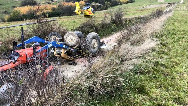 Traktorzysta przygnieciony przez ciągnik podczas prac polowych [ZDJĘCIA]