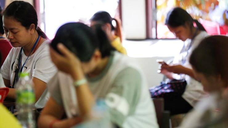 Trener chłopców uwięzionych w jaskini w Tajlandii przeprasza rodziców