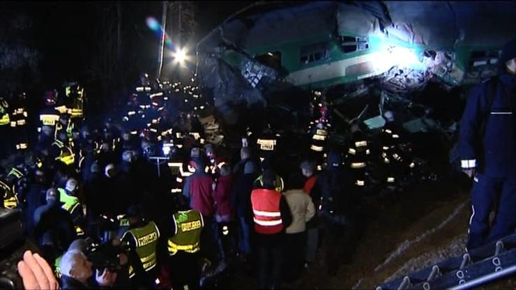 Zastępy strażaków poszukiwało ofiar tragedii pod Szczekocinami