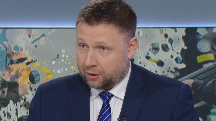 Kierwiński: rząd robi politykę na koronawirusie