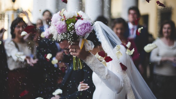 Nowe zasady na weselach: obowiązkowe maseczki i bez seniorów. Zapowiedzi resortu