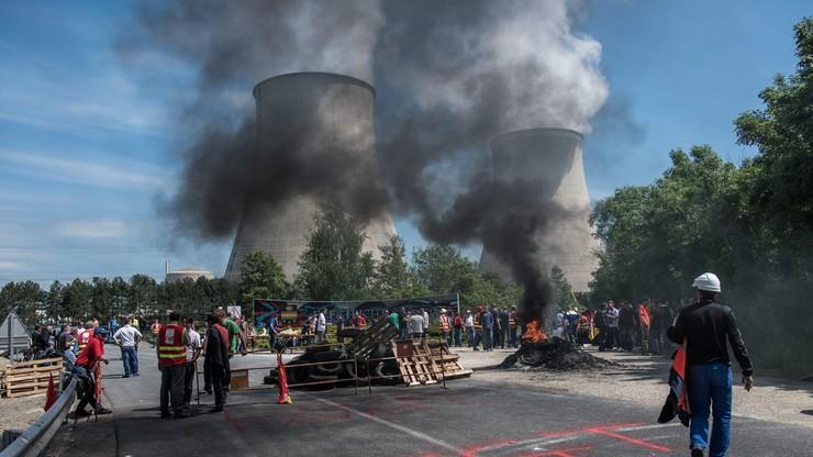 """Francuska """"wojna na wyniszczenie"""". Strajkuje kolej, zapowiedź strajku w elektrowniach atomowych"""
