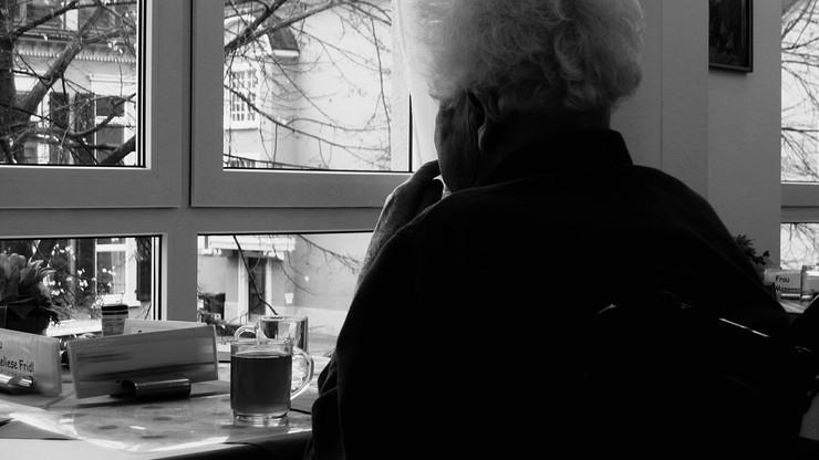 Holandia. Eksperci: Izolacja jest groźniejsza niż koronawirus w przypadku osób starszych