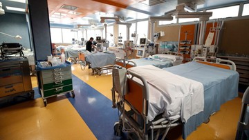 Włochy: prawie 500 zakażonych koronawirusem zmarło tej doby