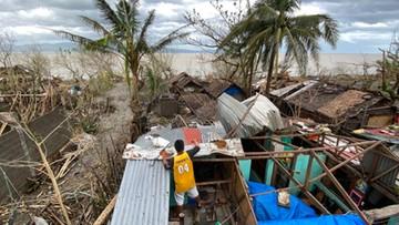 Potężny tajfun uderzył w Filipiny. Porywy wiatru do 310 km/h