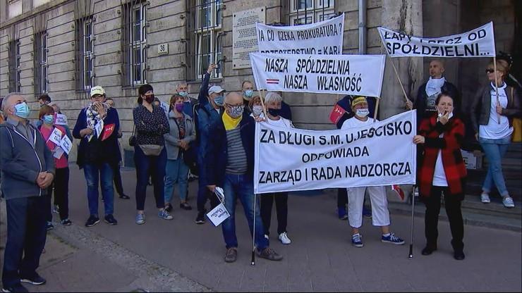 Sprawa spółdzielni Ujeścisko. Protest poszkodowanych przed prokuraturą