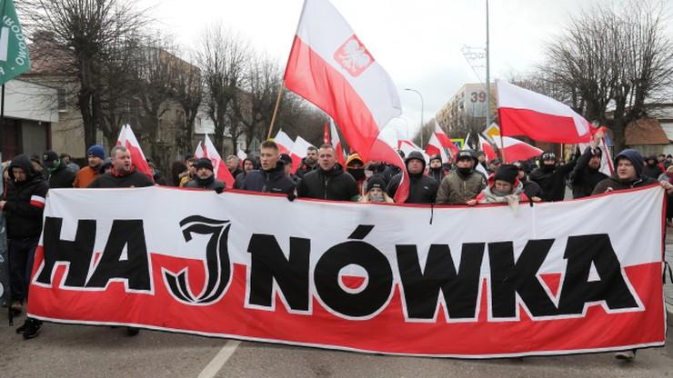 """Narodowcy w Hajnówce oddali cześć """"Buremu"""". Biedroń i Zandberg upamiętnili jego ofiary"""