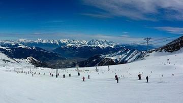 Polacy chętnie wyjeżdżają na narty. Tej zimy trzykrotnie częściej wybierają kurorty zagraniczne