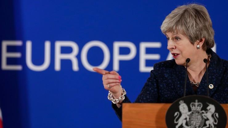 """W. Brytania: ministrowie wzywają premier May do rezygnacji. """"Stała się toksyczna"""""""